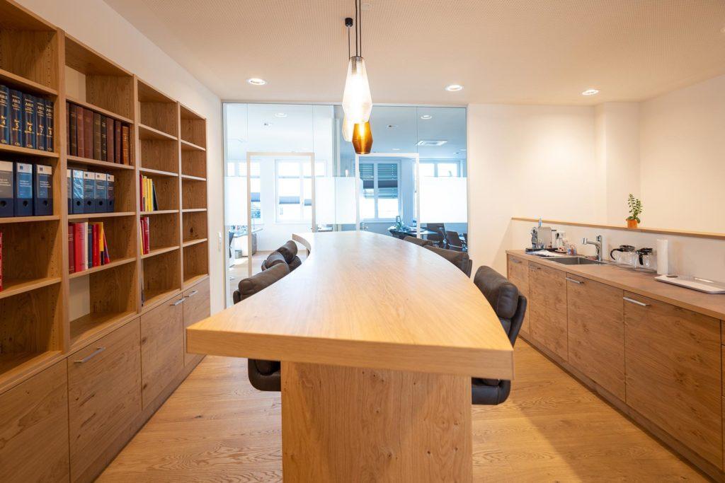Tisch bei Notar Codalonga in Bergheim, Planungsleistungen von Blaupause Immobilien