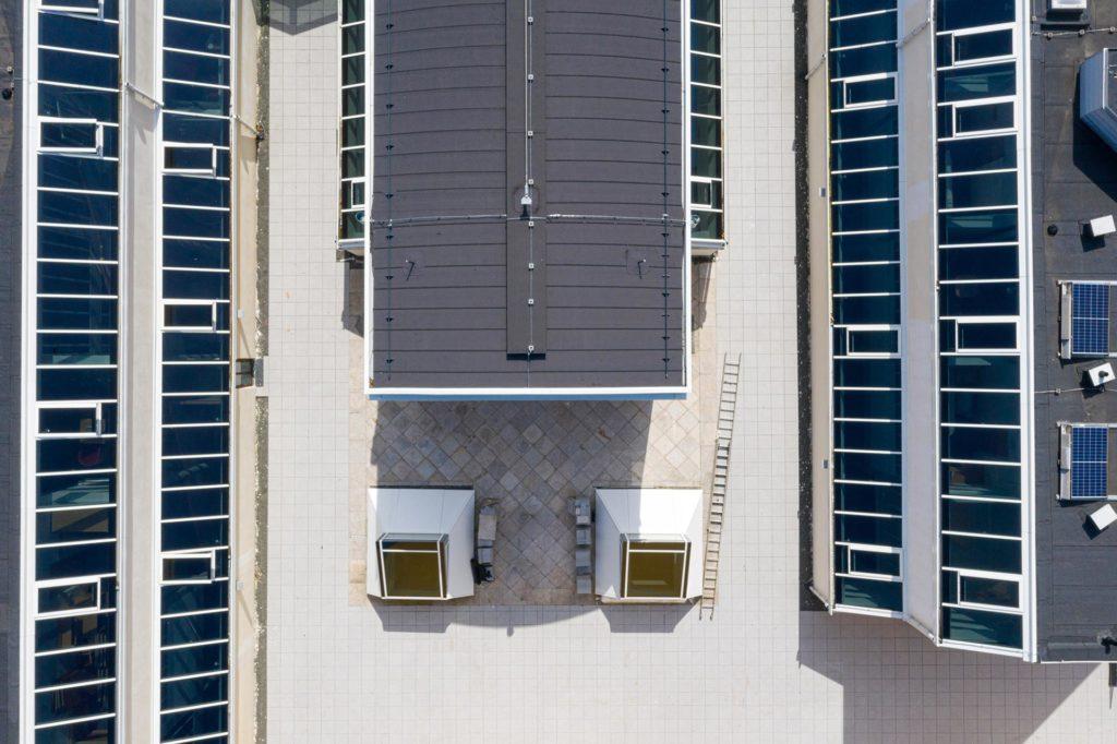 Drohnenaufnahme vom Umbau von Hotel und Seminarraum in St. Virgil - Projektsteuerung Blaupause Immobilien