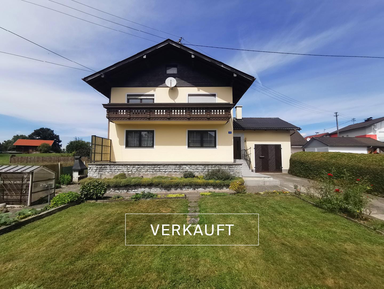 Blaupause-Ostermiething-Einfamilienwohnhaus-Frontalansicht-mit-Garten-Verkauft
